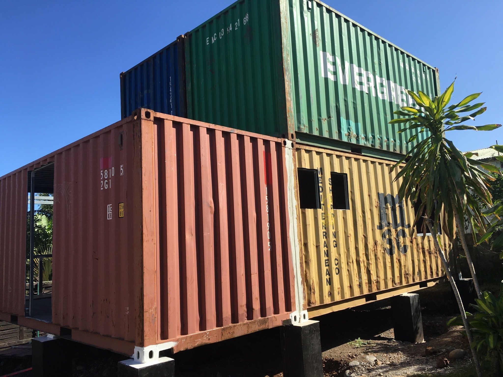 Les cases containers s duisent la r union maison container for Container maison legislation