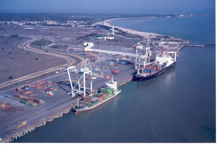 Le_Verdon_Container_ships